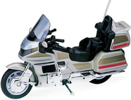 Модель мотоцикла 1:18 Honda Gold Wing Welly